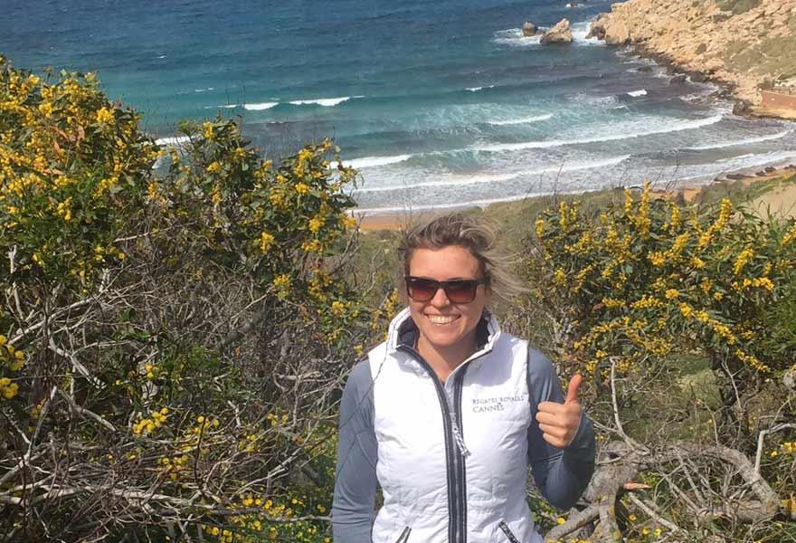 Antonija beim Wandern auf Malta
