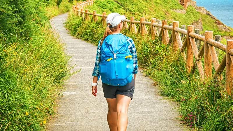 Frau auf dem Camino de Santiago