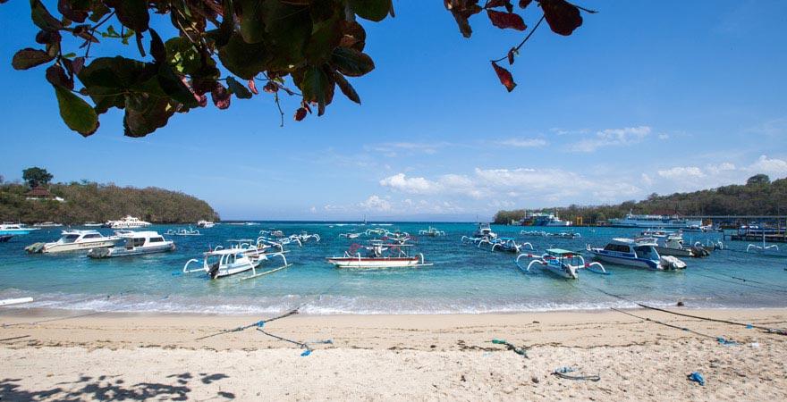 Boote am Padang Bai Beach auf Bali