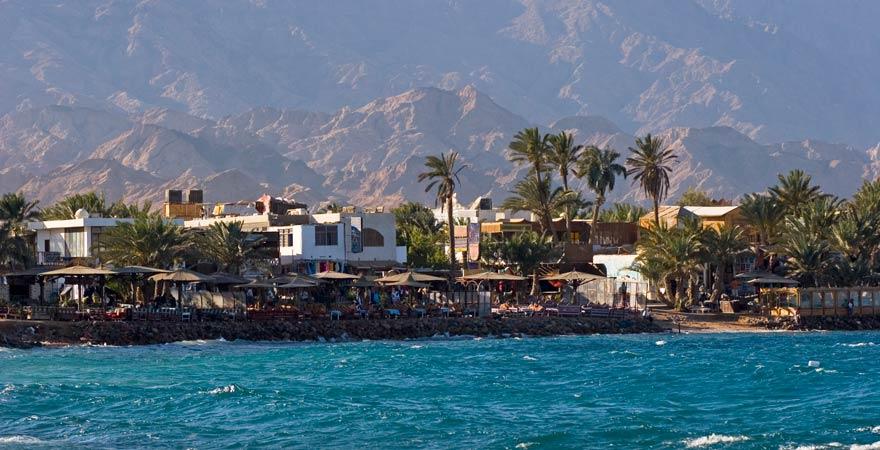 Panorama von den Cafés und Restaurants in Dahab direkt am Strand
