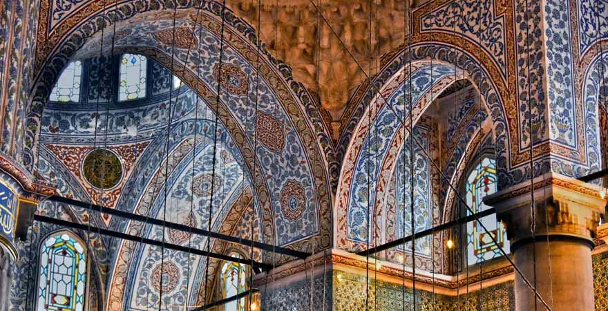 Die Blaue Moschee (Sultan-Ahmed-Moschee) in Istanbul von innen