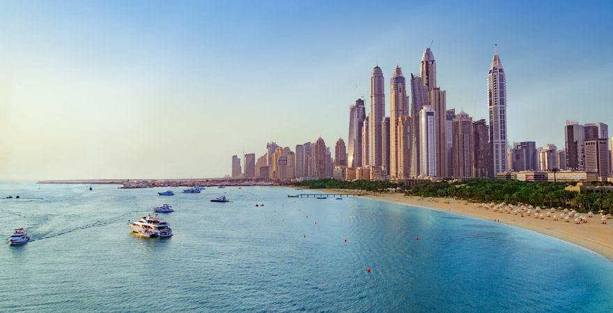 Die Skyline von Dubai von der Marina aus gesehen