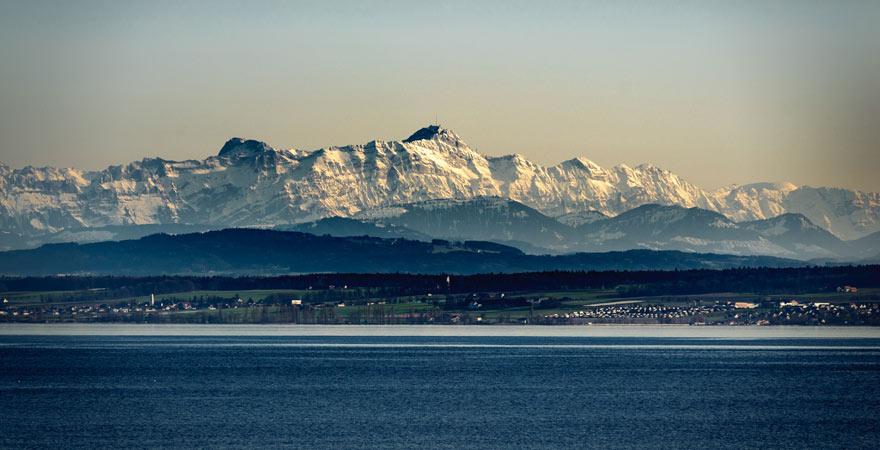 Bodensee vor Alpenpanorama