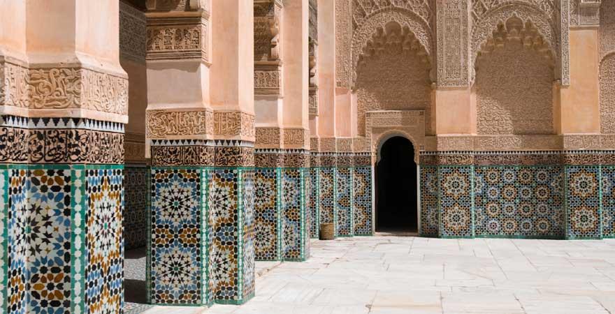 Die Medersa Ben Youssef ist eine der schönsten Sehenswürdigkeiten in Marrakesch