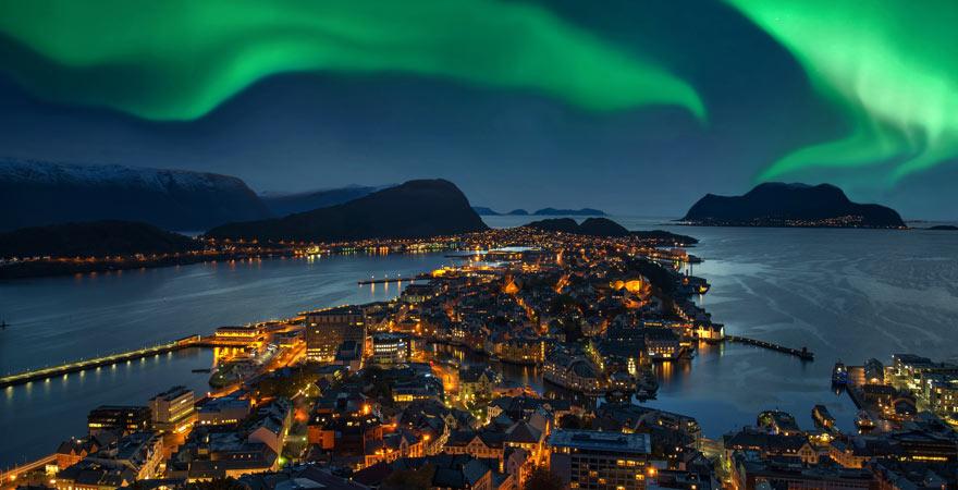 Polarlichter über Alesund, Norwegen
