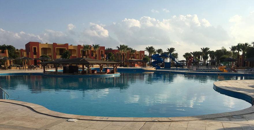 Pool im Magic Tulip Beach Resort