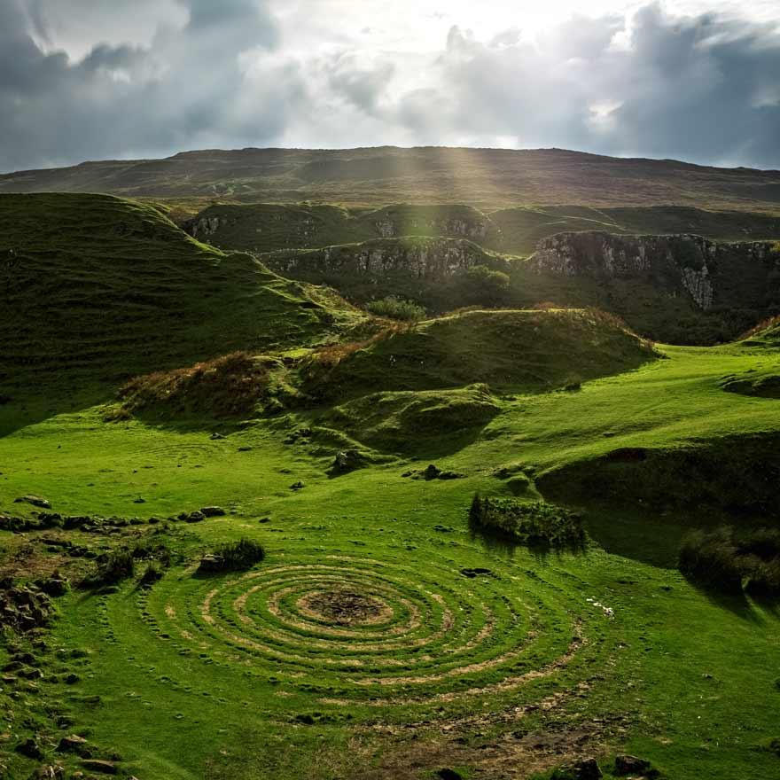Fairy Glen auf der Isle of Skye ist ein magischer Ort in Schottland