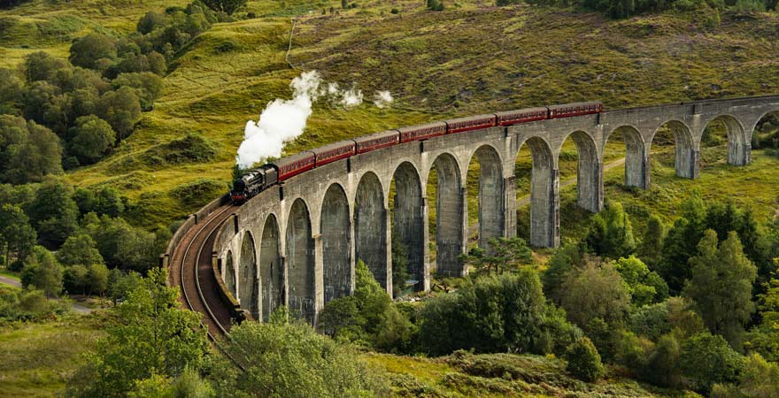 """Das Viadukt bei Glenfinnan ist eine tolle Sehenswürdigkeit für alle """"Harry Potter""""-Fans"""
