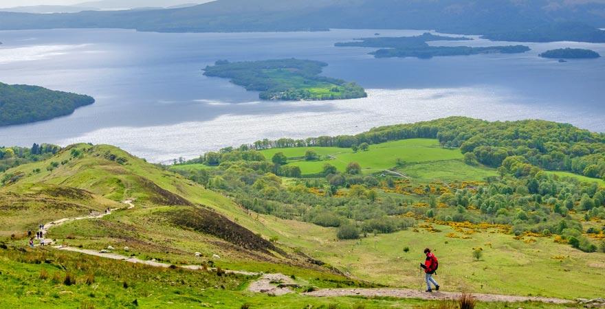 Wandern am Loch Lomond in Schottland ist ein toller Reisetipps