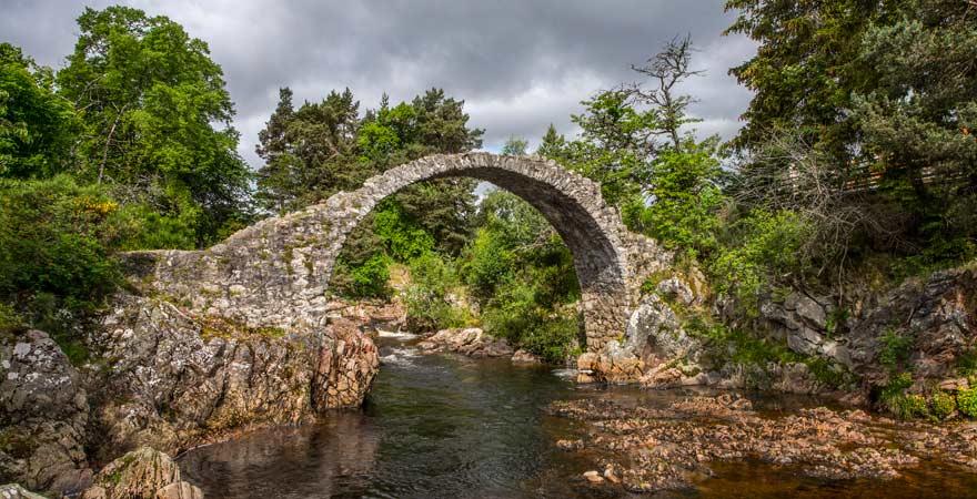 Die Brücken in Schottland sind wirklich sehenswert wie zum Beispiel die Packhorse Bridge bei Carrbridge