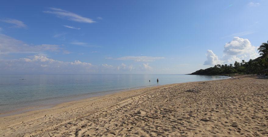 Sonne, Strand, Liegen, Schirme und Drinks: Am Playa Varadero sind Strandurlauber auf Kuba bestens versorgt