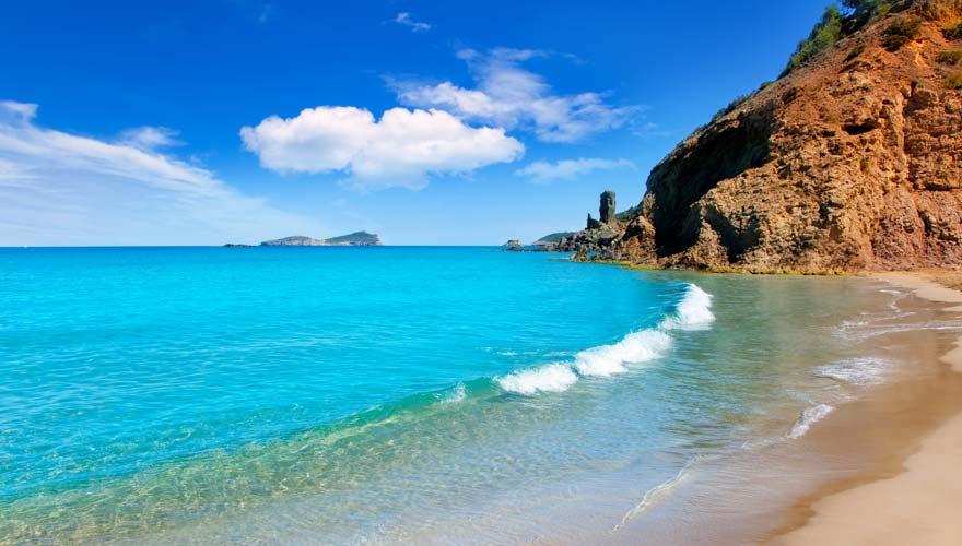 Der Strand von Aigua Blanca auf Ibiza