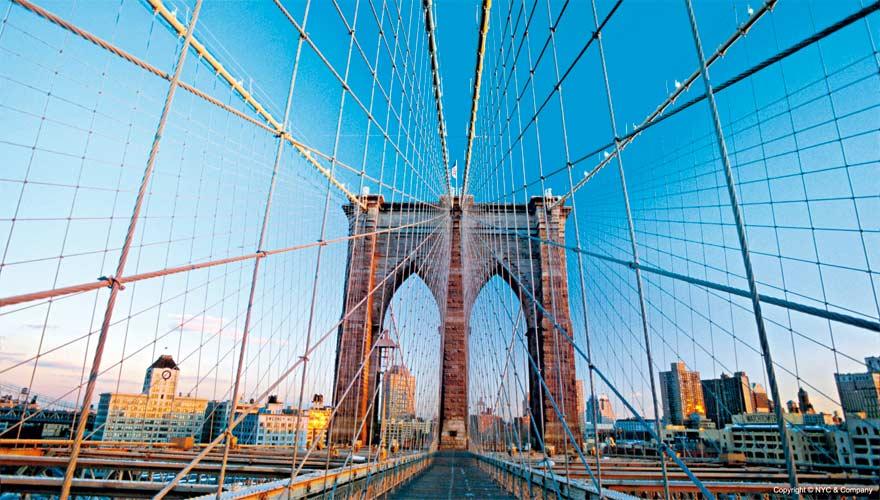 Eine sehr berühmte Brücke ist die Brooklyn Bridge in New York