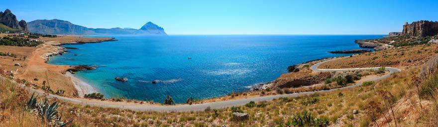 Der Bue Marino ist ein Top-Strand auf Sizilien