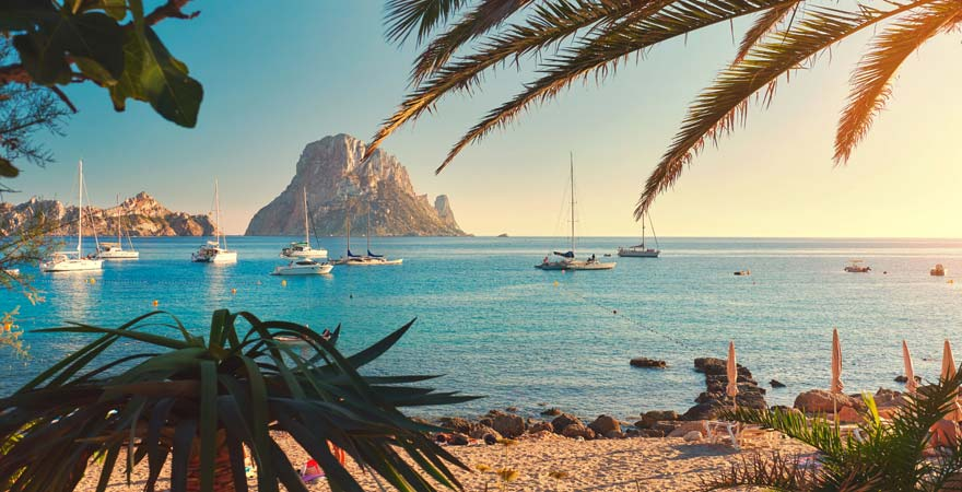 Fast schon karibisch wirkt der Strand Cala d'Hort auf Ibiza