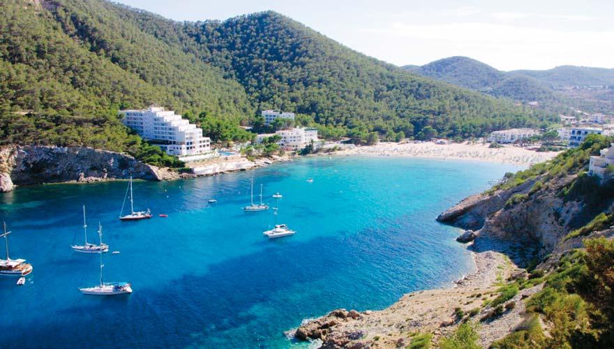Der Strand von Cala Llonga ist super für Urlauber mit Mobilitätseinschränkungen