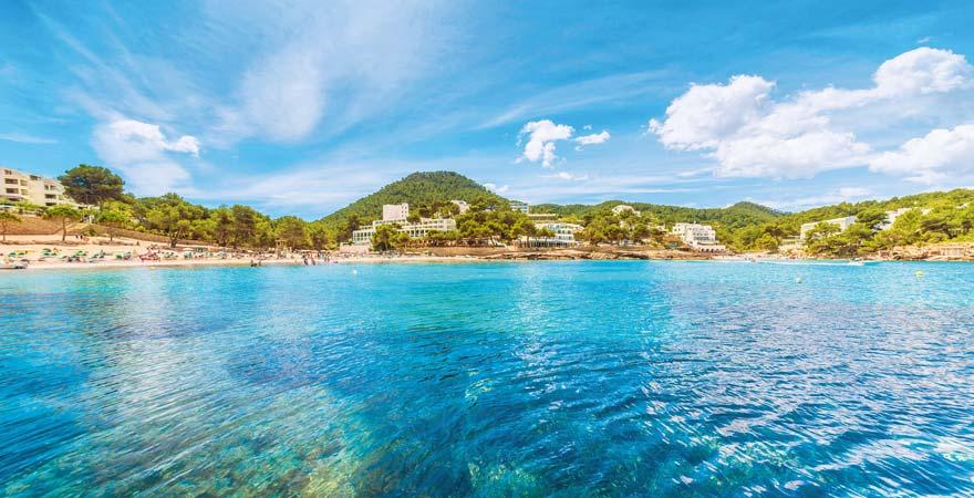 Der Cala Portinatx zählt zu den schönsten Stränden im Norden Ibizas