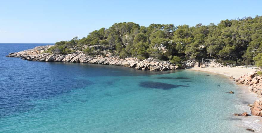 Der Cala Saladeta ist ein ruhiger Strand neben dem berühmten Cala Salada auf Ibiza