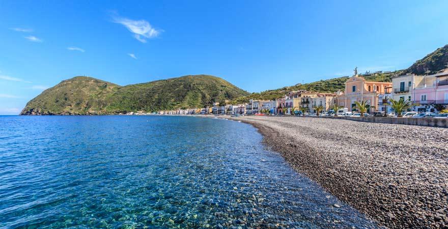 Ein Highlight auf Sizilien ist der Kiesstrand von Canneto