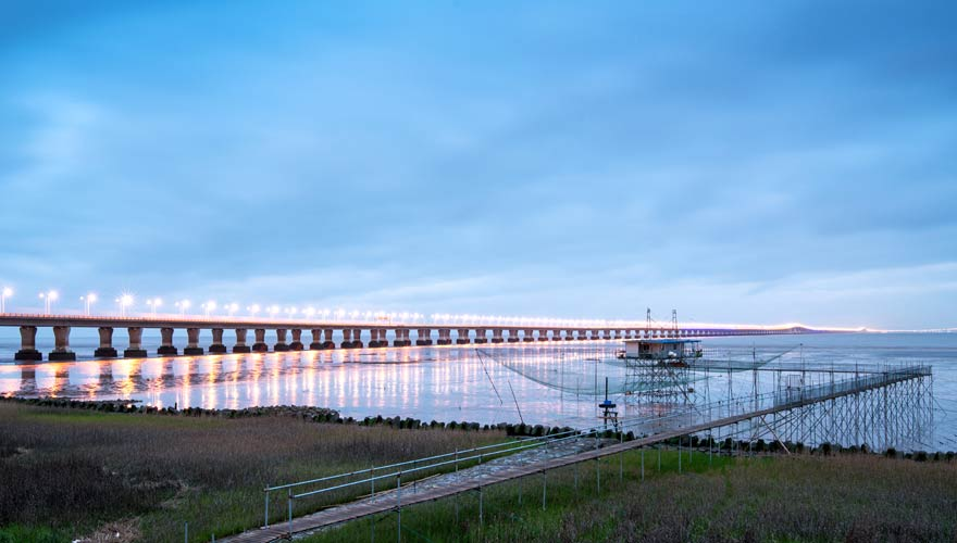 Rekordverdächtig lang ist die berühmte Brücke Hangzhou Wan Daqiao