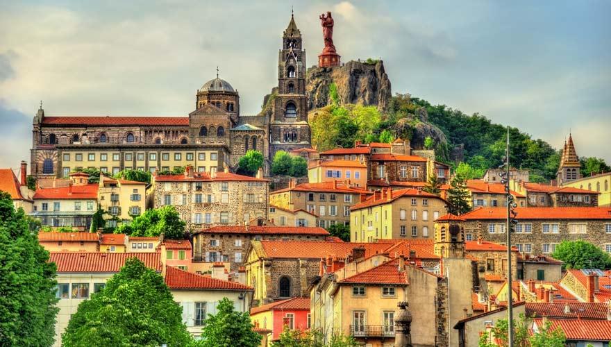 Der Pilgerweg Via Podiensis in Frankreich startet in Le-Puy-en-Velay