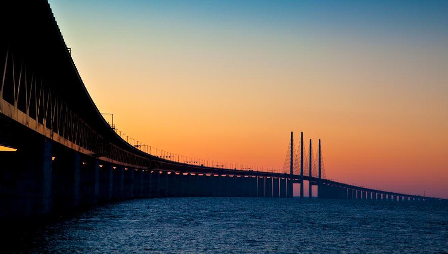 Eine berühmte Brücke an der Grenze von Dänemark nach Schweden ist die Öresundbrücke