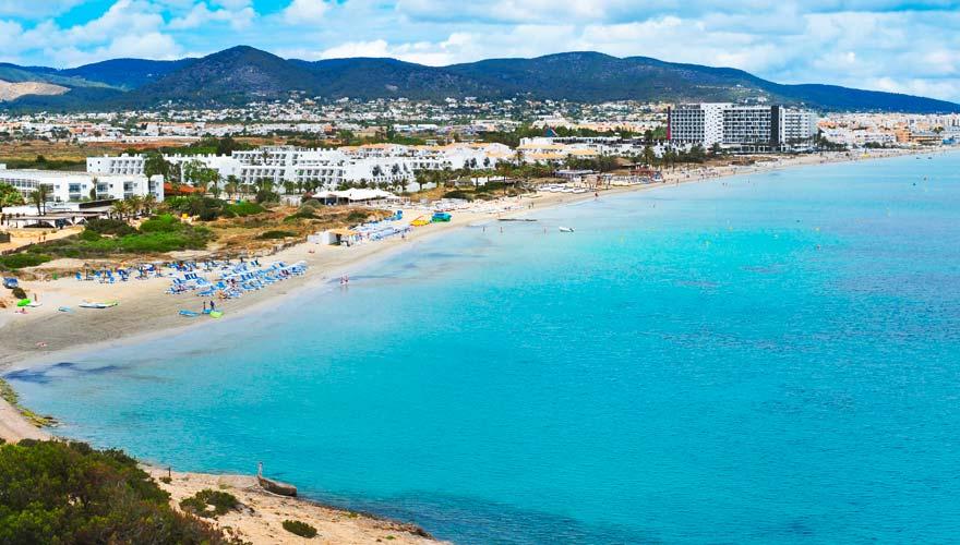 Der Playa d'en Bossa ist einer der schönsten Strände in Ibizas Süden