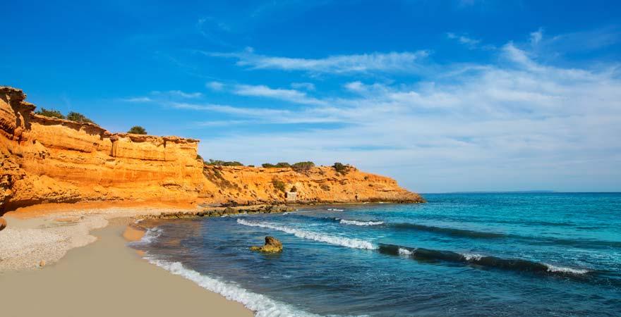 Ein herrliches Panorama erwartet euch an einem der schönsten Strände Ibiza, dem Playa es Bol Nou