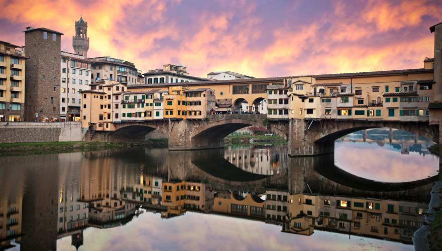 Die berühmte Brücke Ponte Vecchio gehört zu den Top-Sehenswürdigkeiten in Florenz