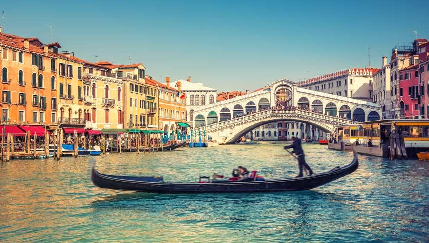 Die Rialtobrücke in Vebendig ist auf der ganzen Welt berühmt