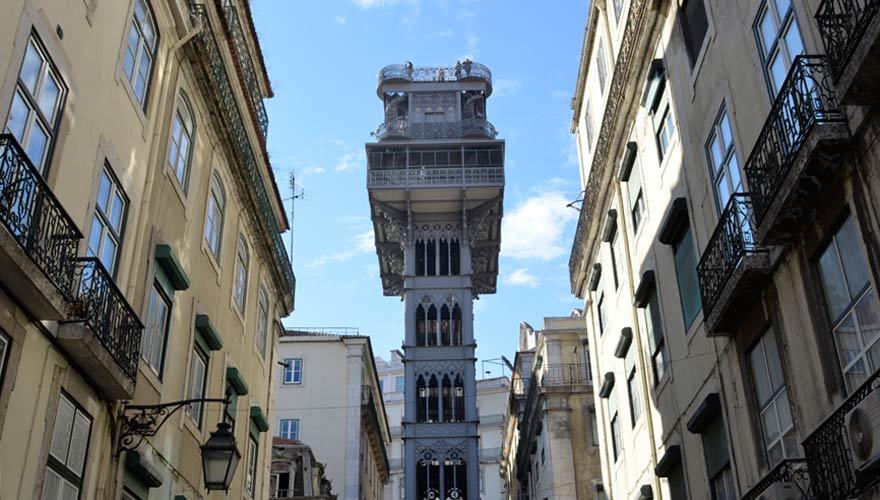 Eine Fahrt mit dem Santa Justa zählt zu den wichtigsten Tipps für Lissabon