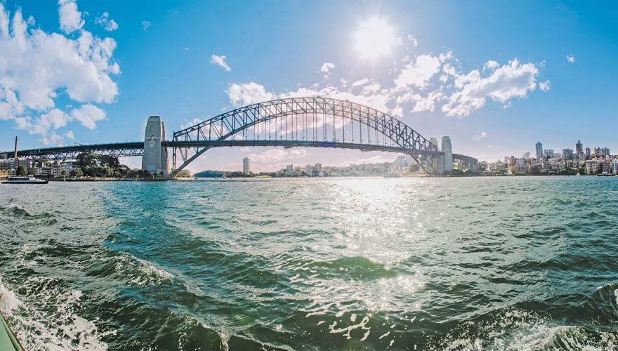 Die Sydney Harbour Bridge ist eine der berühmtesten Brücken der Welt