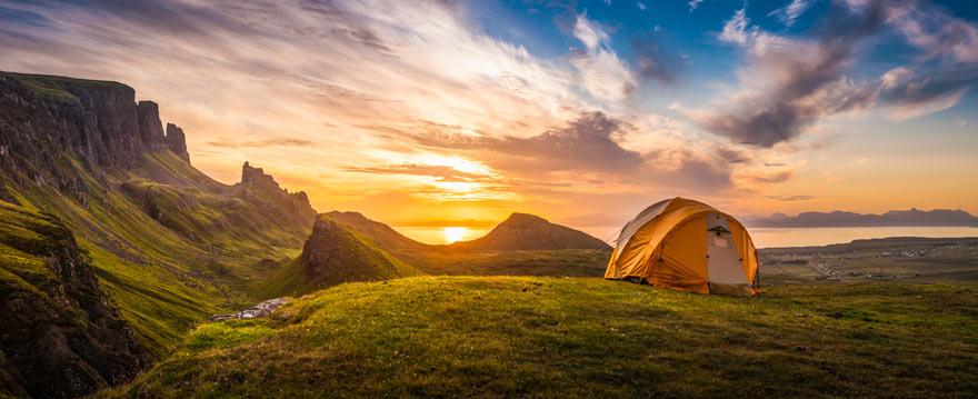 Zelt bei Sonnenaufgang in Schottland