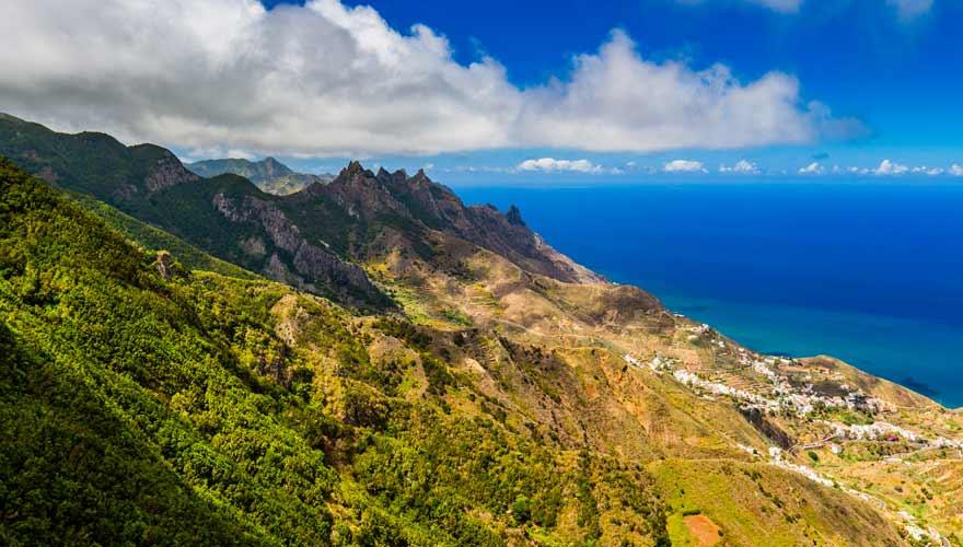 Panorama auf Chamorga vom Aussichtspunkt Mirador El Bailadero auf Teneriffa