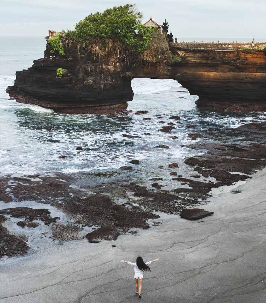 Der Strand von Batu Bolong auf Bali liegt in der Nähe des Tanah Lot Tempels