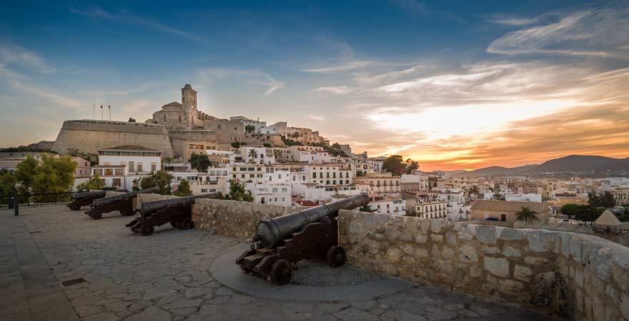 Blick von der Festung von der Top-Sehenswürdigkeit in Ibiza-Stadt, der Festung in Dalt Vila