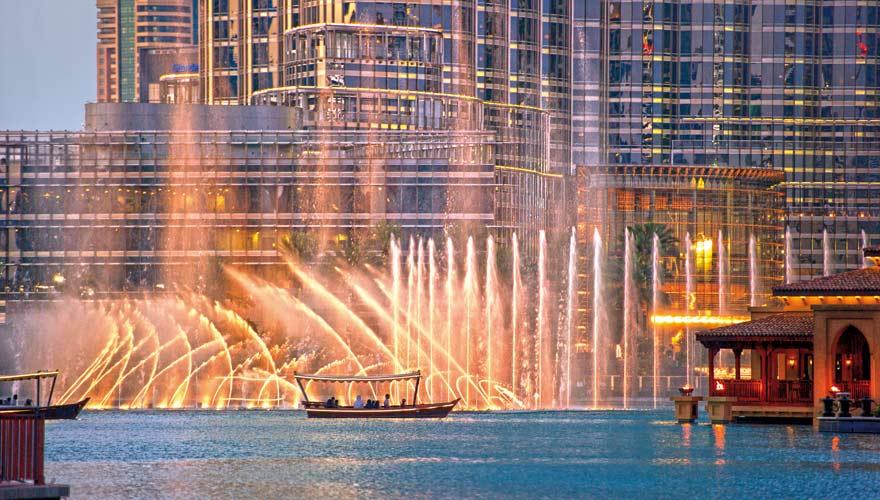Eine spektakuläre Sehenswürdigkeit bei Nacht sind die Dubai Fountains