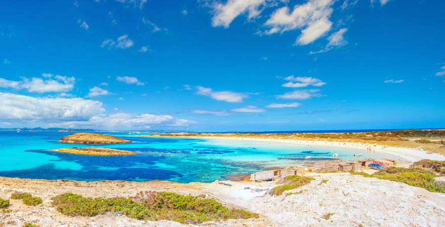 Platja de Ses Illetes auf Formentera - die Insel ist ein beliebtes Ausflugziel ab Ibiza