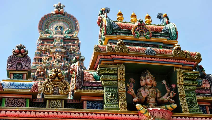 Der Hindu-Tempel Sri Maha Mariamman ist eine außergewöhnliche Sehenswürdigkeit in Bangkok