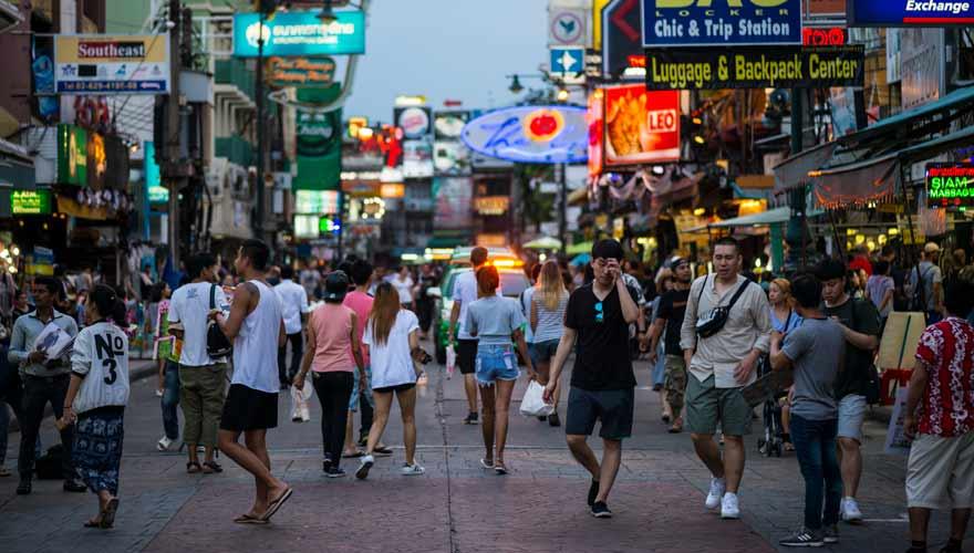 Die Khaosan Road in Bangkok ist ein Anziehungspunkt für Backpacker aus aller Welt