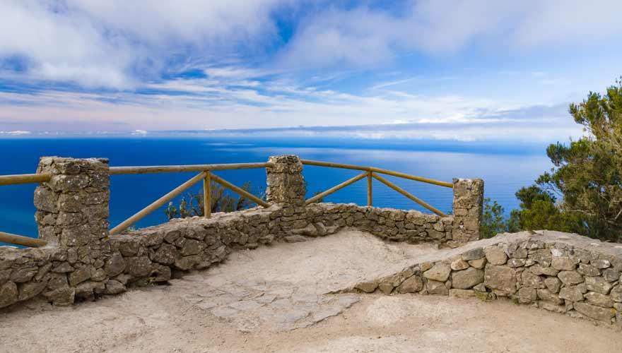 Auf dieser Wanderung auf Teneriffa kommt ihr am Aussichtspunkt Mirador Cabezo del Tejo vorbei