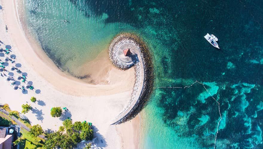 Nusa Dua Beach ist ein sehr gepflegter Strand auf Bali