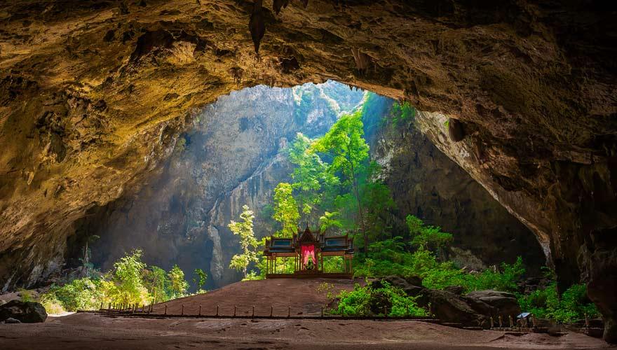 Ihr solltet wegen dem Goldenen Pavillon dem Khao Sam Roi Yot Nationalpark unbedingt einen Besuch abstatten
