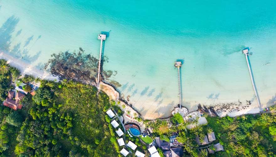 Luftaufnahme auf einen Strand von der thailändischen Insel Koh Kood