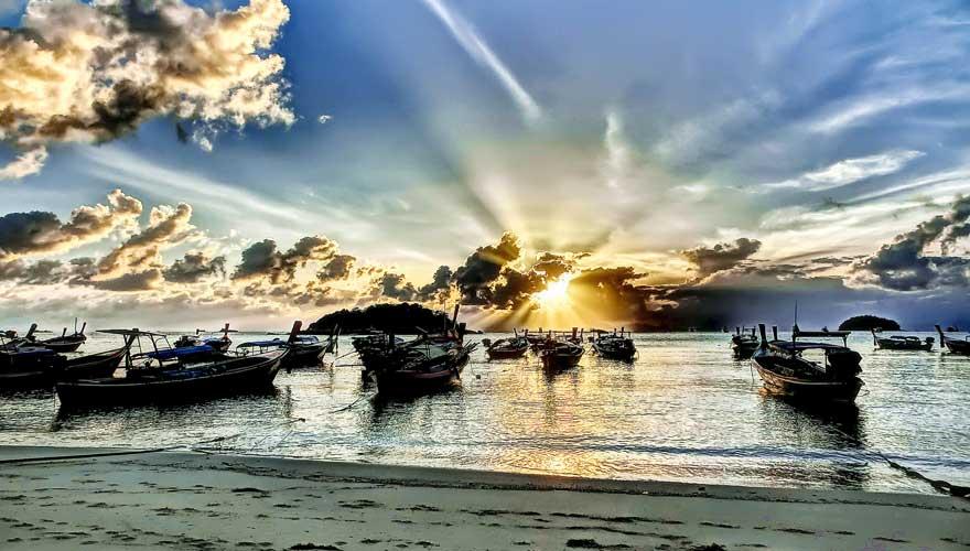 Sunrise Beach auf der Insel Koh Lipe in Thailand