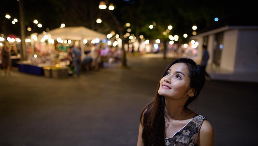 Frau auf dem Nachtmark von Hua Hin