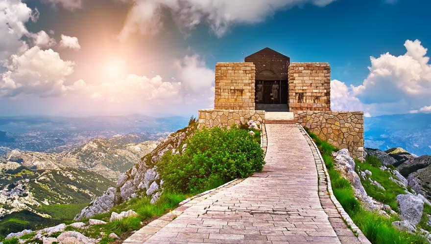 Das Njegos Mausoleum im Lovcen Nationalpark ist ein tolles Ausflugsziel ab der Bucht von Kotor