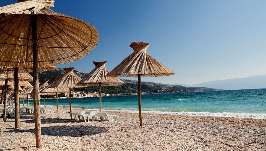 Der Strand Vela Plaza in Baska ist einer der schönsten in Kroatien
