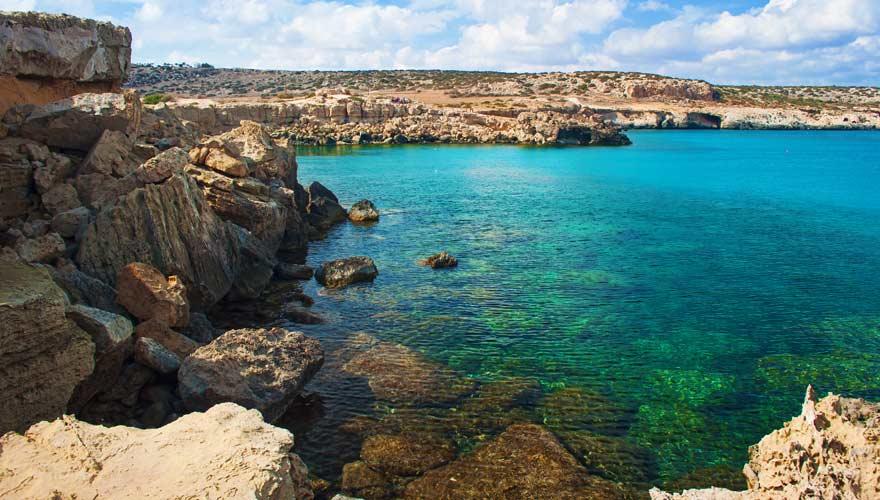 Die Blaue Lagune auf Zypern zählt zu den schönsten Sehenswürdigkeiten der Insel