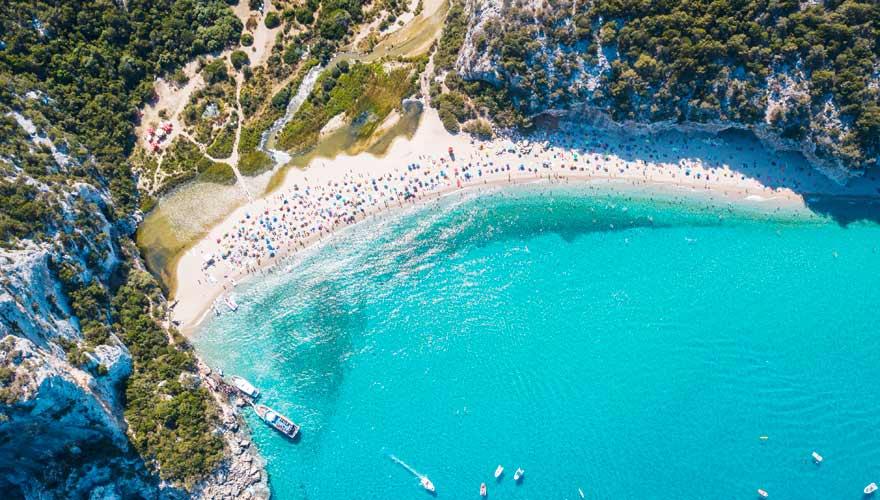 Der Cala Luna in Sardinien ist ein eher ruhiger Strand